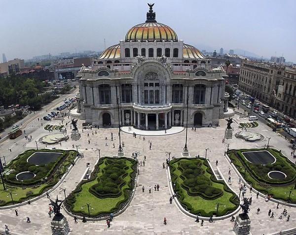 Дворей изящных искусств в Мехико